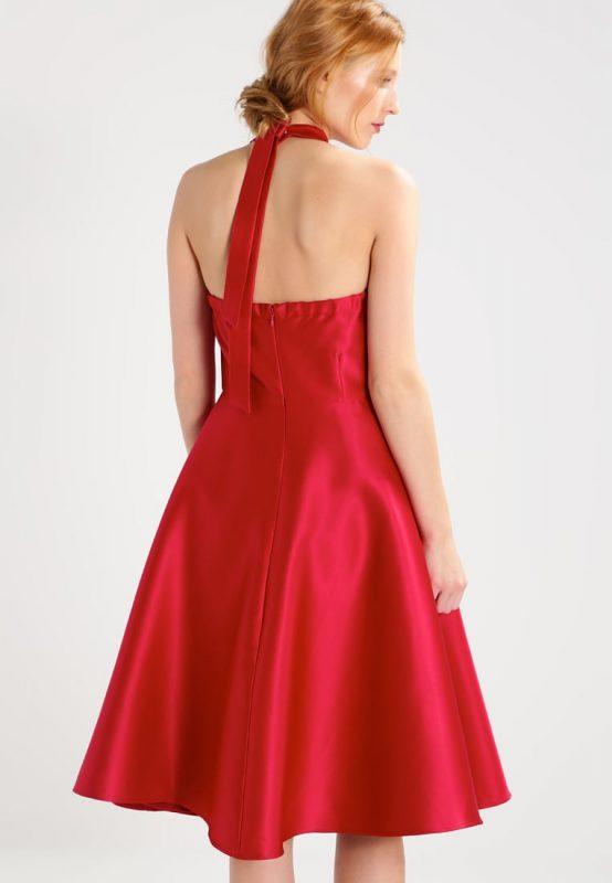 Czerwona satynowa sukienka wiązana na szyi