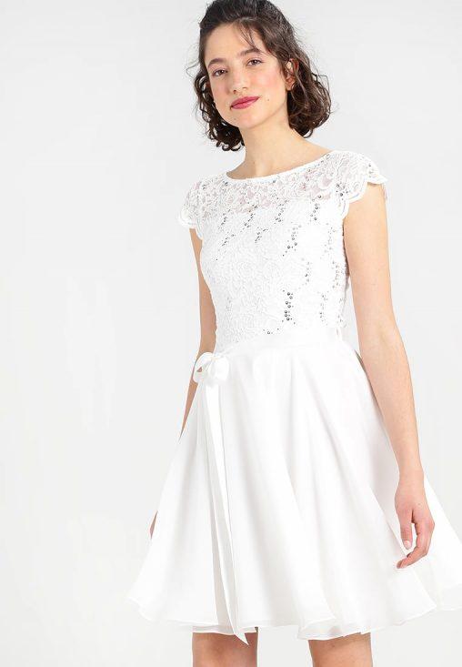 biała sukienka z cekinami i koronką