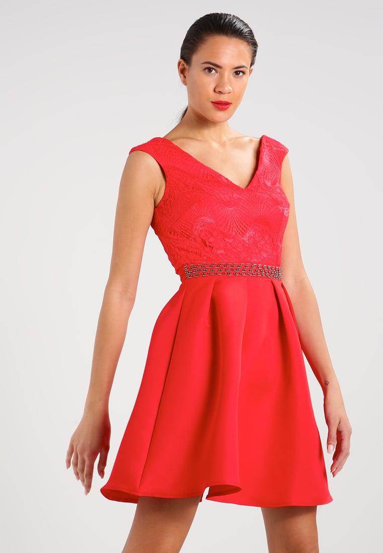 Czerwona sukienka z koronką rozkloszowana