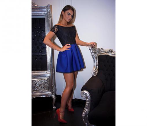 Niebieska sukienka z koronką na lato