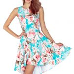 Rozkloszowana sukienka w kwiaty idealna na lato
