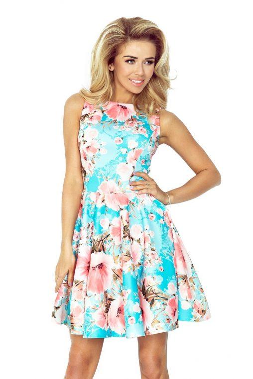 Sukienka w niebieskie kwiaty na lato