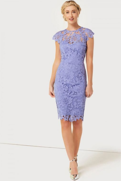 Fioletowa sukienka koronkowa w kwiaty