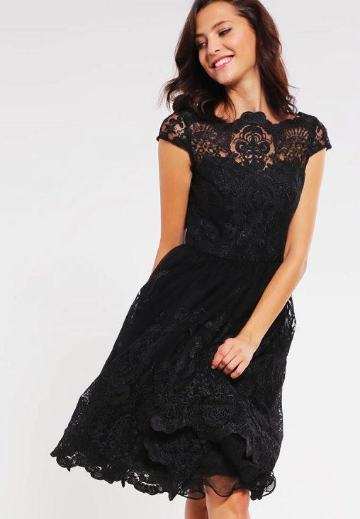 Koronkowa czarna sukienka na wesele i studniówkę