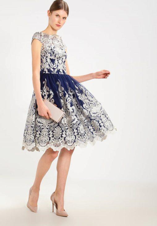 Koronkowa niebieska sukienka na wesele i studniówkę