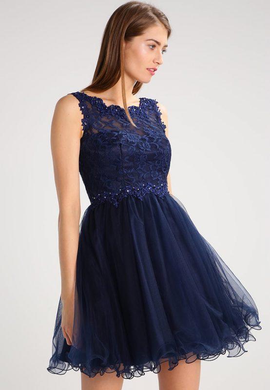 Granatowa tiulowa sukienka z wycięciem na plecach