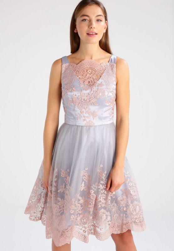 koktajlowa sukienka do kolan lawendowo różowa