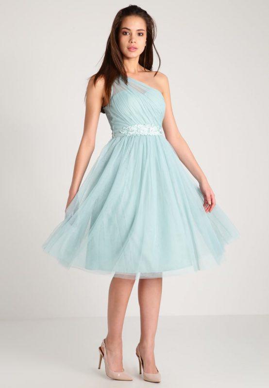 Koktajlowa sukienka na jedno ramię