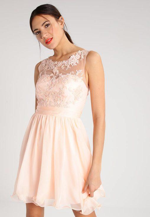 Brzoskwiniowa sukienka z koronką