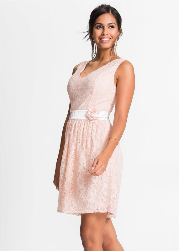 Różowa koronkowa sukienka z kwiatem