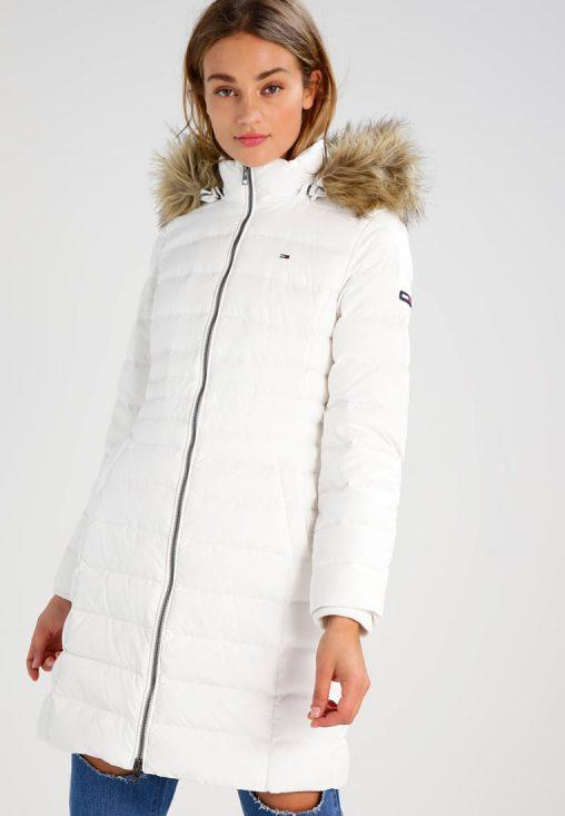Biała długa puchowa kurtka zimowa