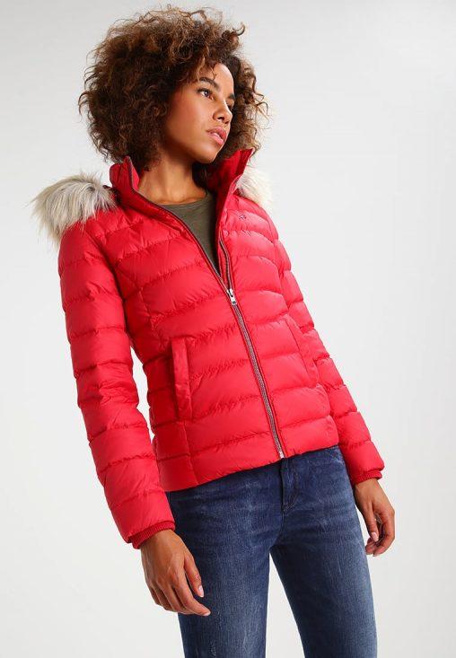 Czerwona zimowa kurtka puchowa