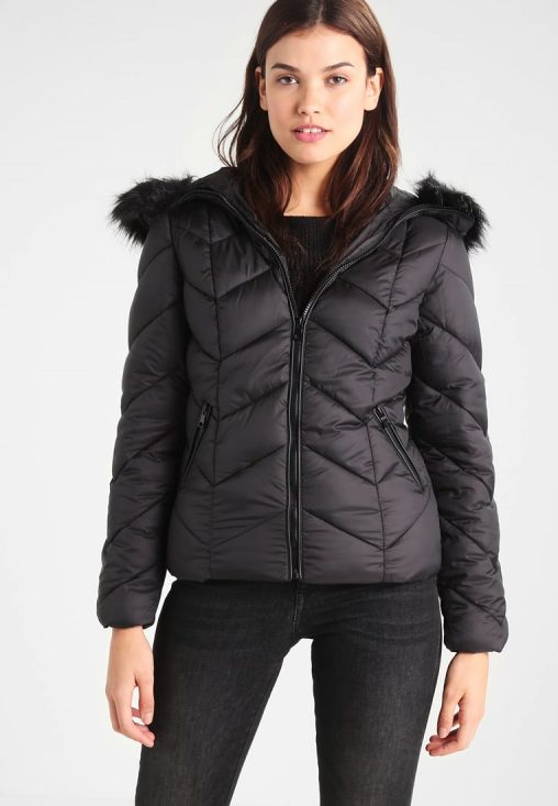 Ocieplana czarna kurtka zimowa