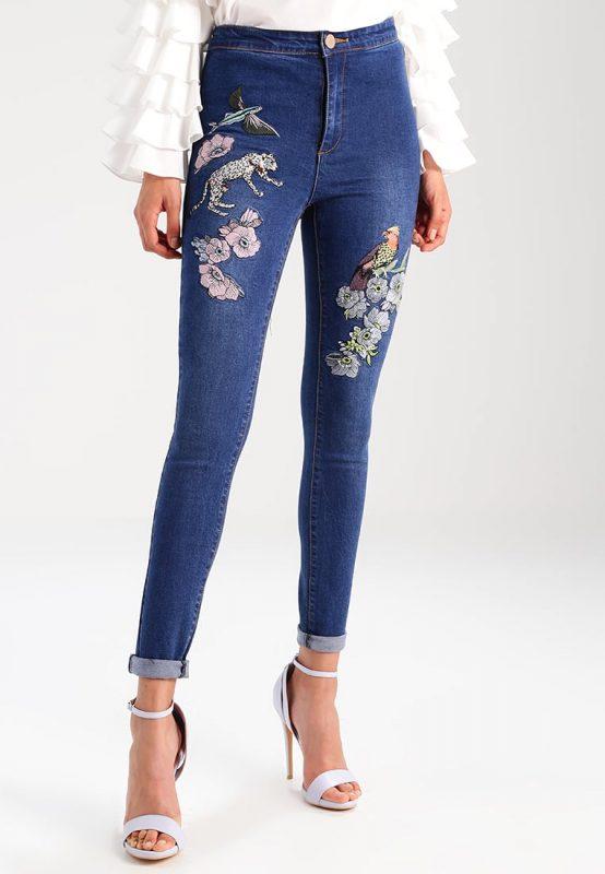 Jeansy damskie z kwiatami