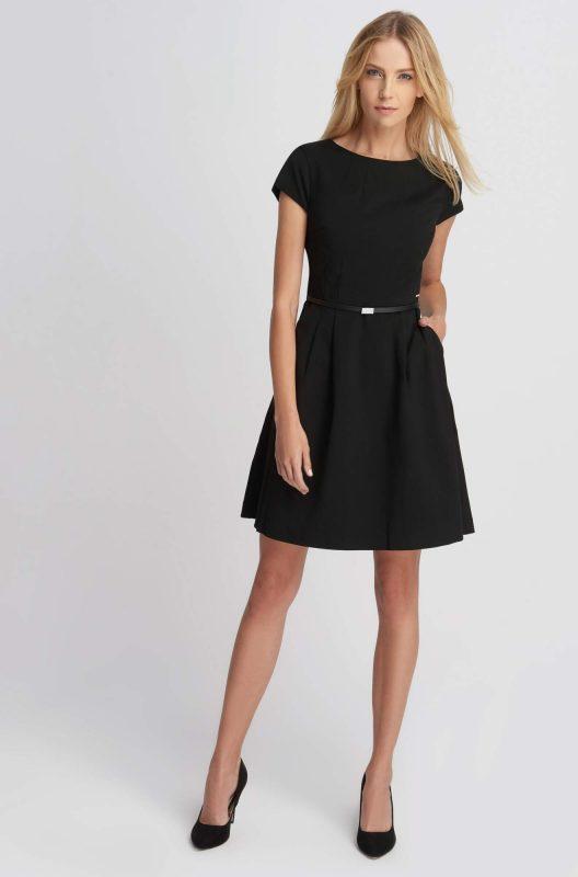 Elegancka czarna sukienka rozkloszowana