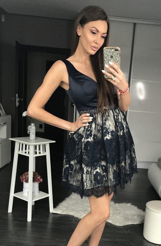 Czarna sukienka koronkowa na wesele