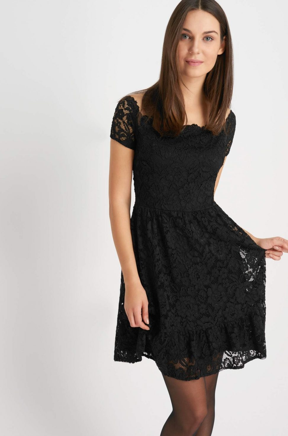 Koronkowa sukienka koktajlowa czarna