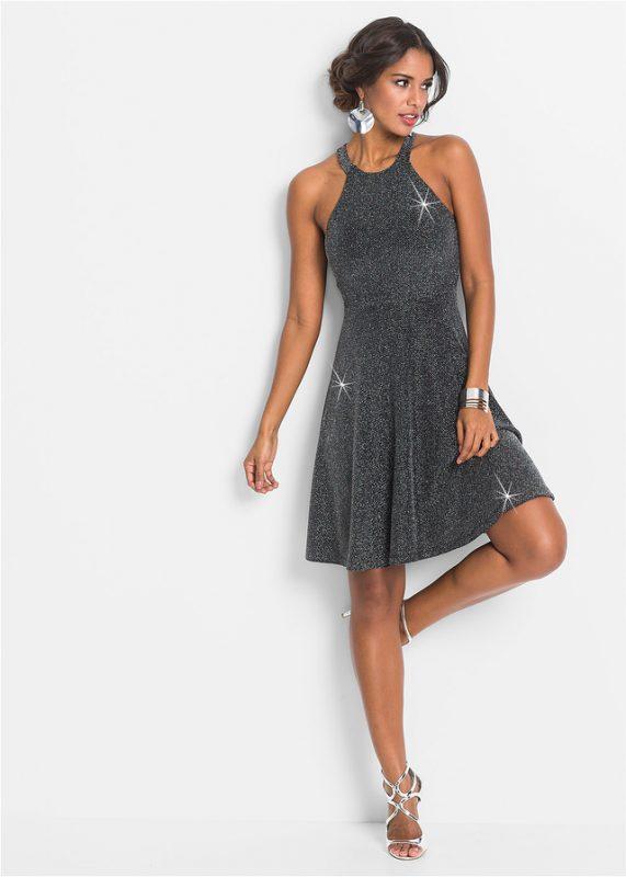 Srebrna połyskująca sukienka rozkloszowana