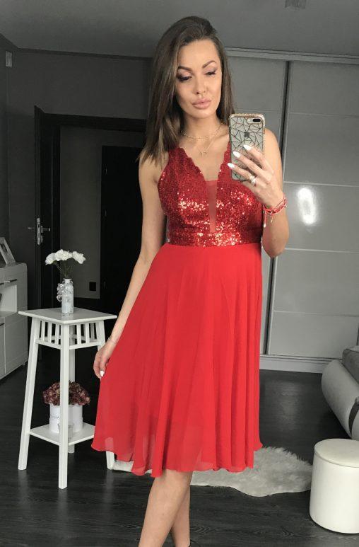 Czerwona sukienka z cekinami na sylwestra