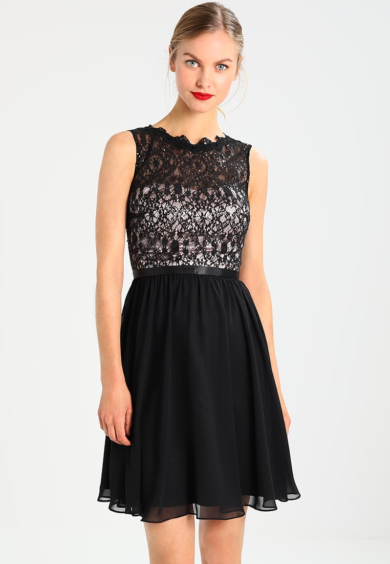 Czarna sukienka z koronką odkryte plecy