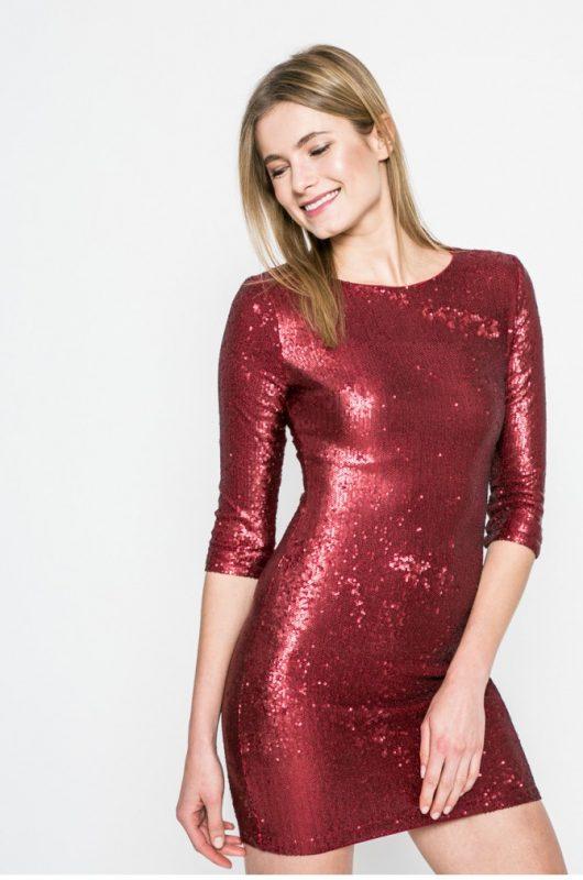 Czerwona połyskująca sukienka sylwestrowa