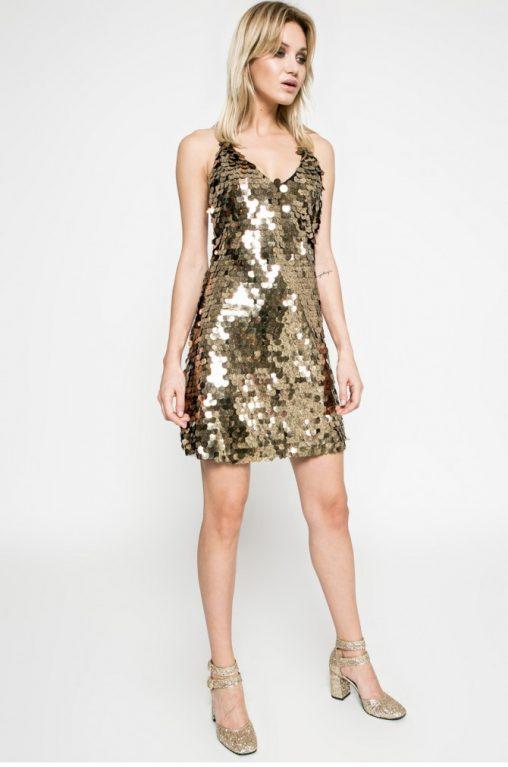 Złota sukienka z cekinów na sylwestra