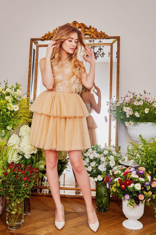 Balowa sukienka na wesele beżowa