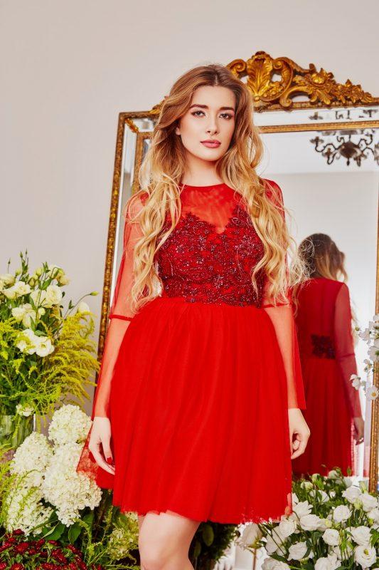 Czerwona sukienka balowa rękawy z siateczki