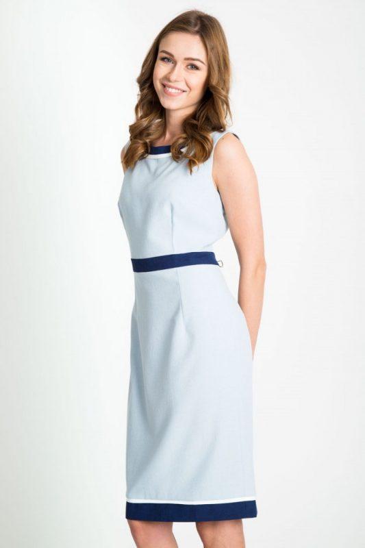 Elegancka błękitna sukienka bez rękawów, dopasowana do sylwetki, idealna do pracy i na wesele
