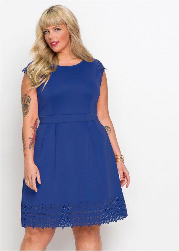 niebieska sukienka plus size dla puszystych