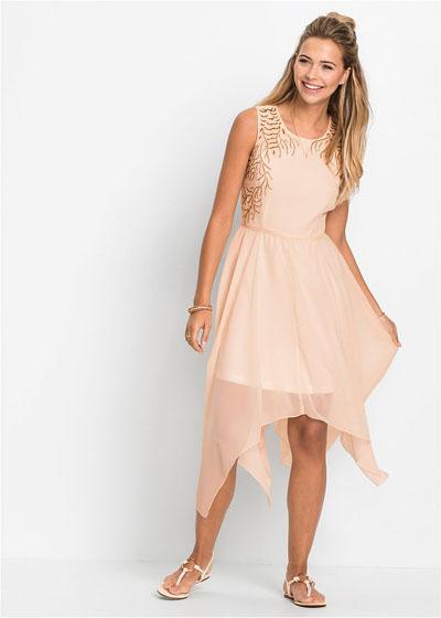 Brzoskwiniowa asymetryczna zwiewna sukienka na lato