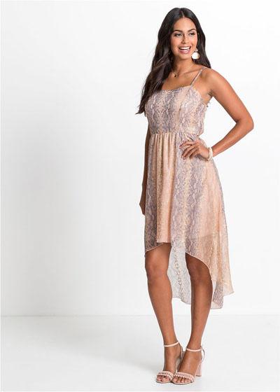 Zwiewna różowa sukienka z dłuższym tyłem
