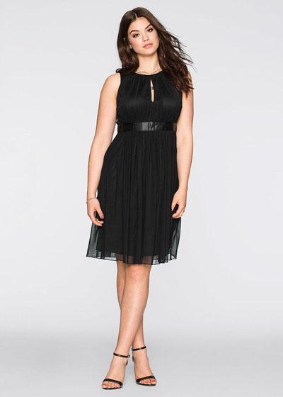 Czarna sukienka z szyfonu plus size