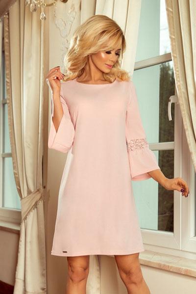 Różowa rozkloszowana sukienka z koronką na rękawach