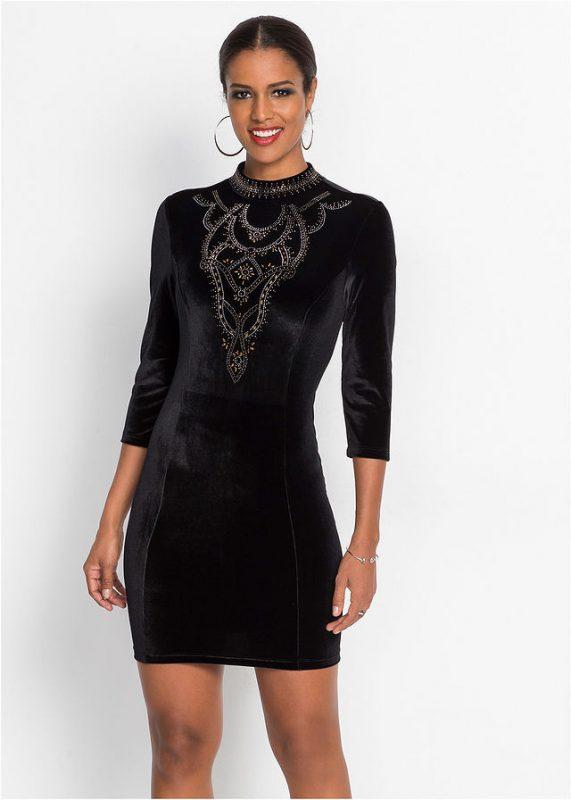 Zdobiona kamieniami czarna sukienka na sylwestra