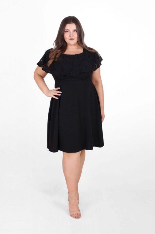 Koronkowa czarna sukienka plus size