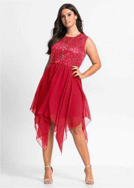 Sukienka z dłuższymi bokami czerwona