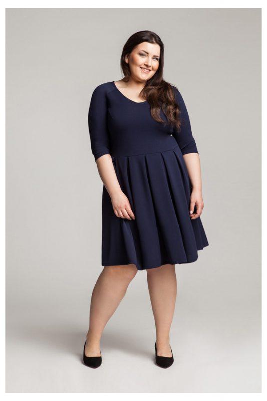 Granatowa rozkloszowana sukienka plus size