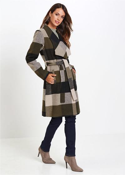 Płaszcz damski w kratę, z paskiem z talii