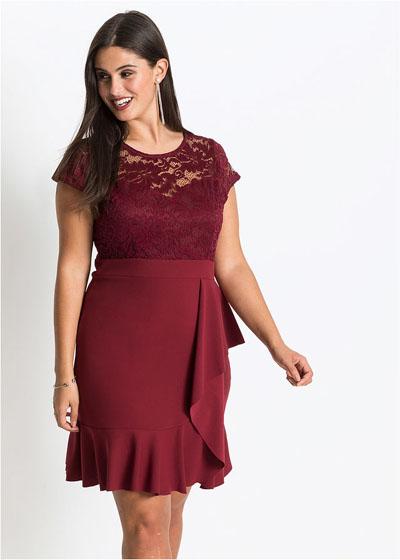 Bordowa sukienka plus size z koronką i falbaną