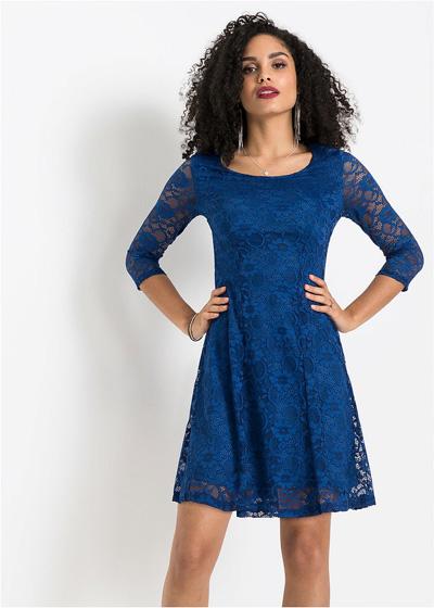 Niebieska koronkowa sukienka na wesele