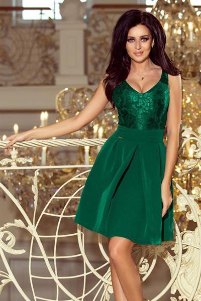 Zielona sukienka z koronkowym dekoltem i kontrafałdami