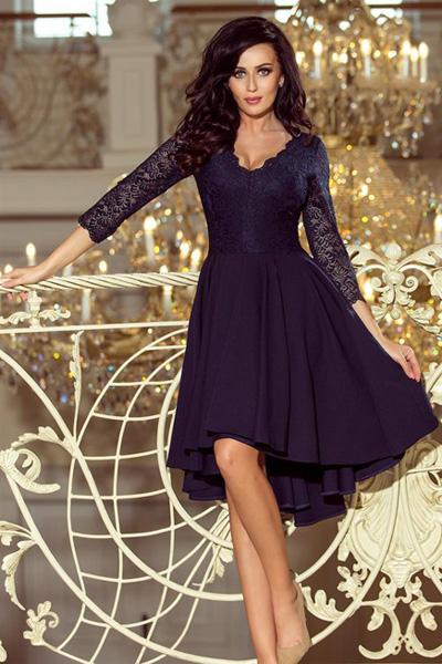 Granatowa sukienka z dłuższym tyłem i koronkowym dekoltem