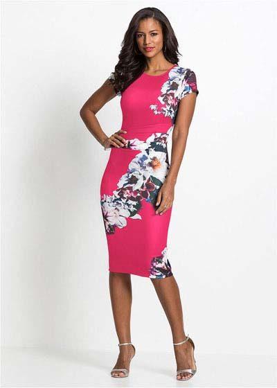 Elegancka sukienka ołówkowa w kwiaty różowa