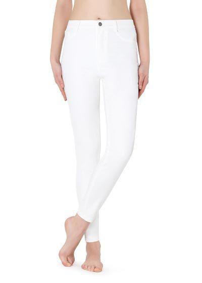 Białe legginsy skórzane z kieszeniami