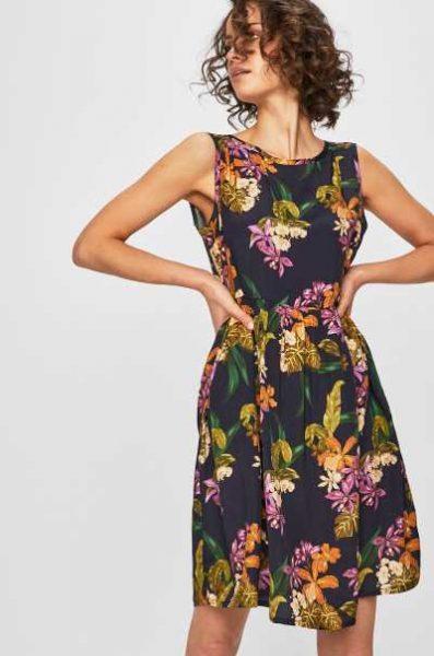Sukienka w kwiaty na lato czarna